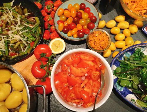 Wildkräuter-Salat mit Lecker&Liebe ExtraBärlauchBratWurst