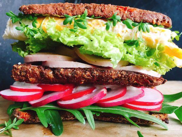 Gesunde Schinkenwurst im Sandwich